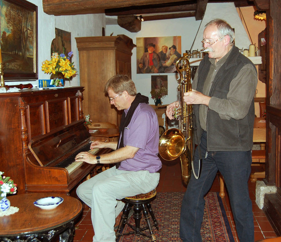 Rick jams with guesthouse host Norry Raidel, Rothenburg ob der Tauber, Germany