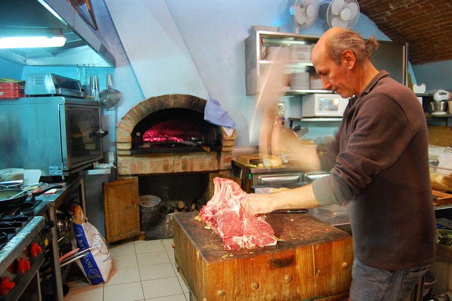 Giulio chopping steaks, Osteria dell'Acquacheta, Montepulciano, Italy