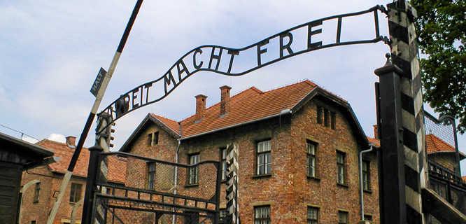 """""""Arbeit Macht Frei"""" gate, Auschwitz-Birkenau memorial, Oświęcim, Poland"""