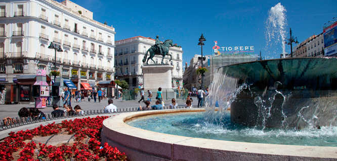 Madrid travel guide by rick steves for Puerta del sol santiago