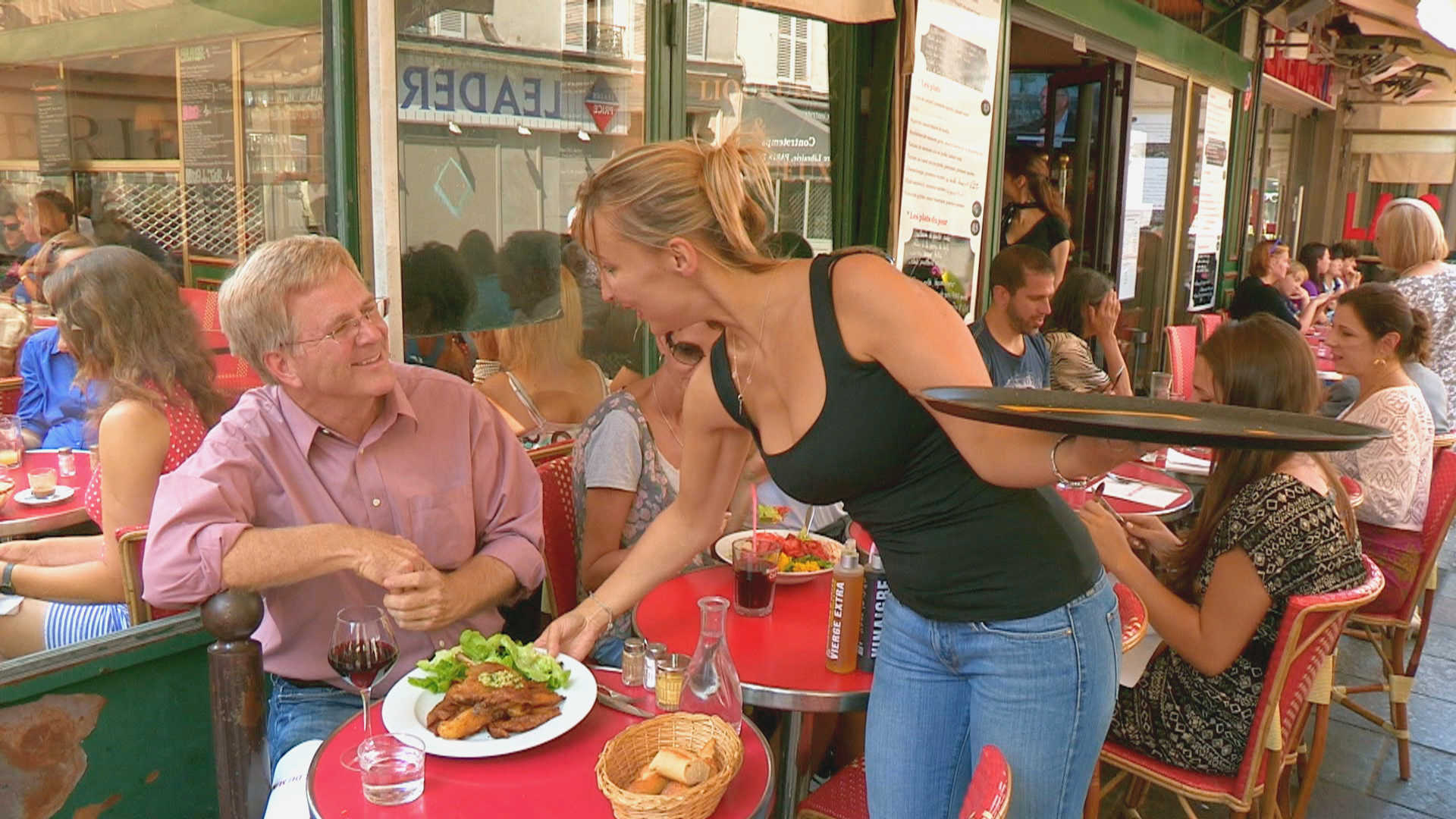 Rick Steves takes lunch along Rue Cler
