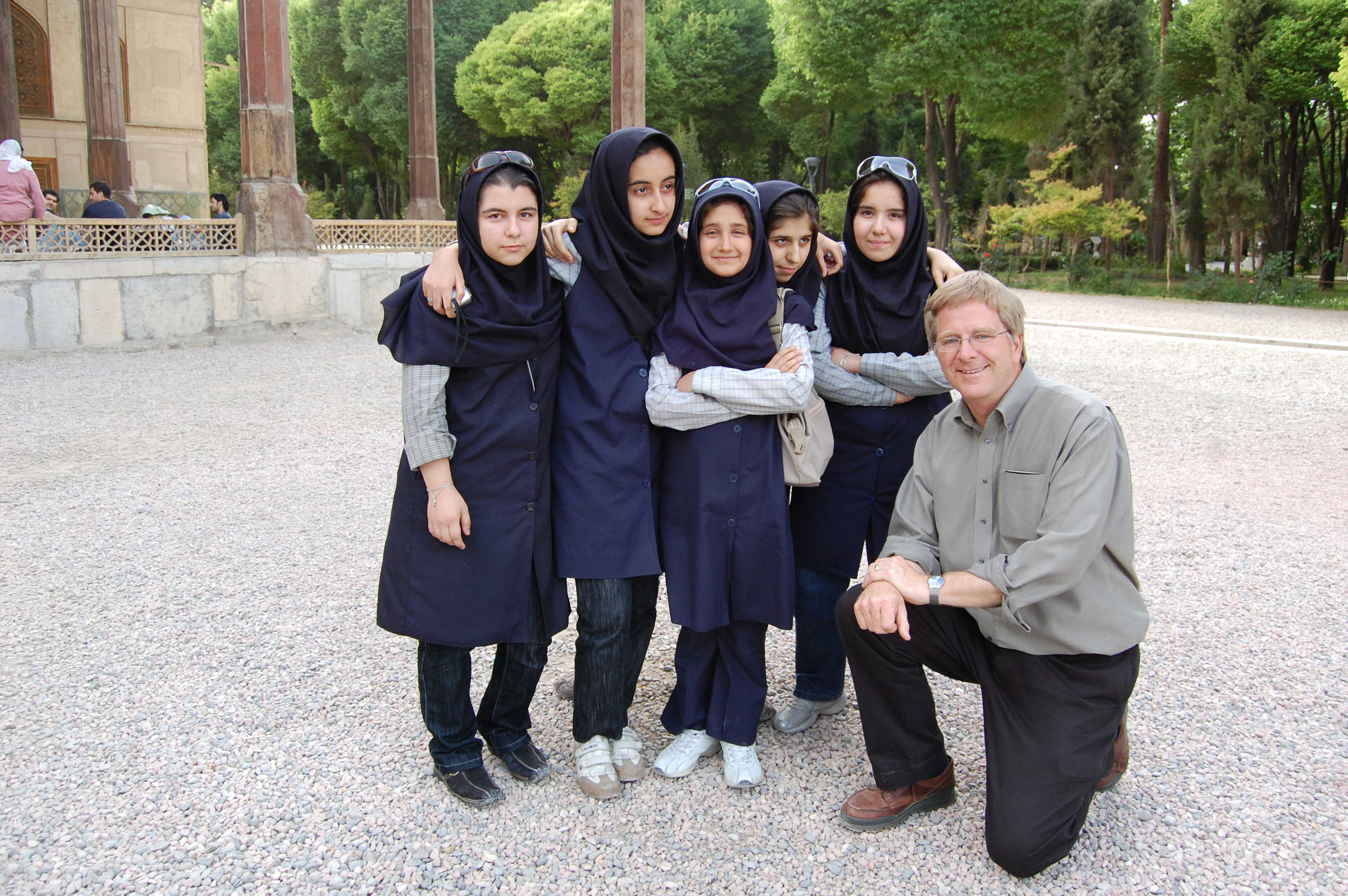 Rick Steves poses with Iranian teenagers.