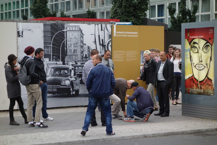 Swindlers targeting tourists near Checkpoint Charlie, Berlin, Germany