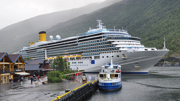 Cruise ship, Flåm, Norway