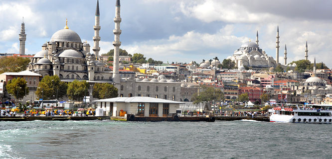 Golden Horn (Bosphorus Strait) with New Mosque and Mosque of Süleyman the Magnificent, Istanbul, Turkey