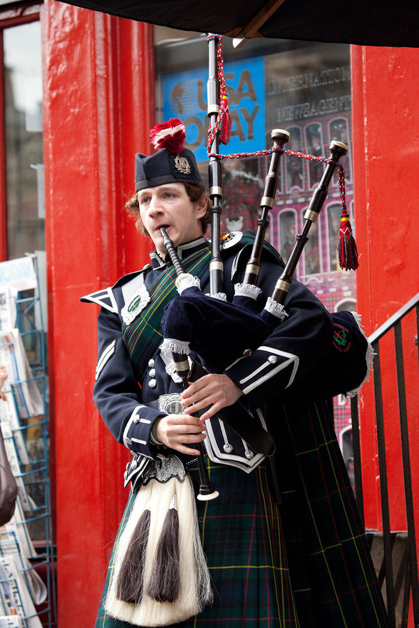 Bagpiper on the Royal Mile, Edinburgh, Scotland