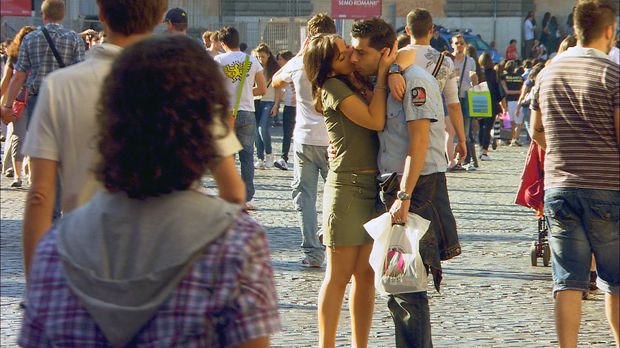 Passeggiata kisses, Rome, Italy