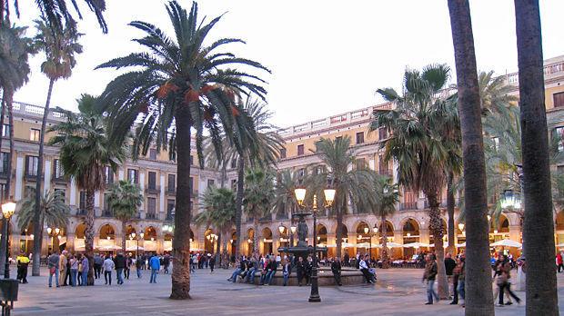 Plaça Reial, Barri Gòtic, Barcelona, Spain