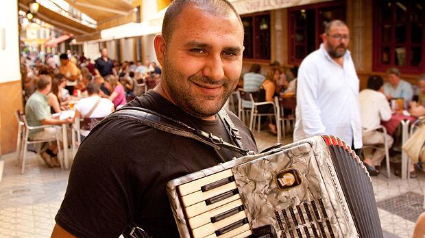 Street musician, Sevilla, Spain