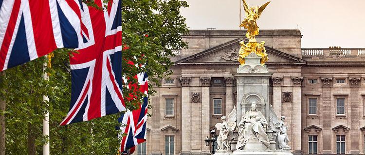 Buckingham Palace and Victoria Monument, London, England