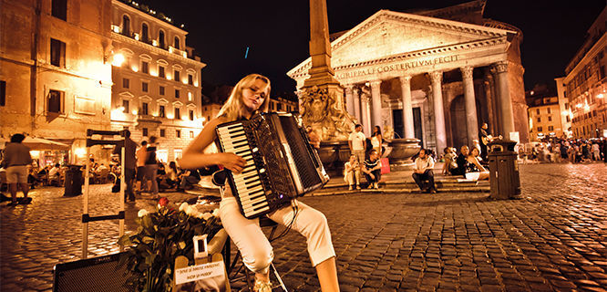 Night music on Piazza della Rotonda, Rome, Italy
