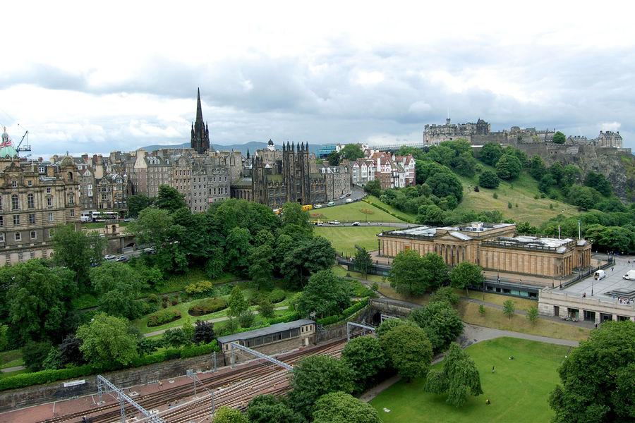 Princes Street Gardens with Edinburgh Castle and Scottish National Gallery, Edinburgh, Scotland