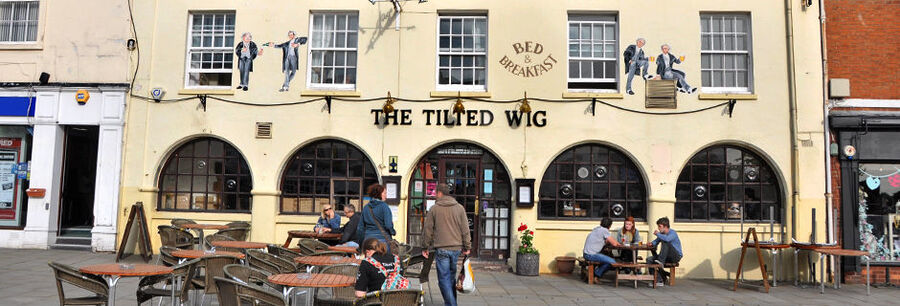 Tilted Wig pub / B&B, Warwick, England