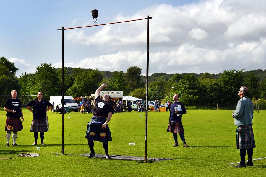 Weight throw, Highland Games, Taynuilt, Scotland