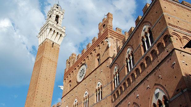 Palazzo Pubblico and Torre del Mangia, Siena, Italy
