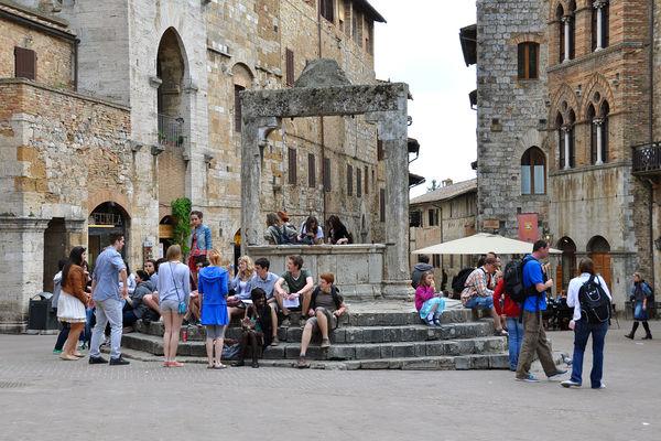 Town well, San Gimignano, Italy