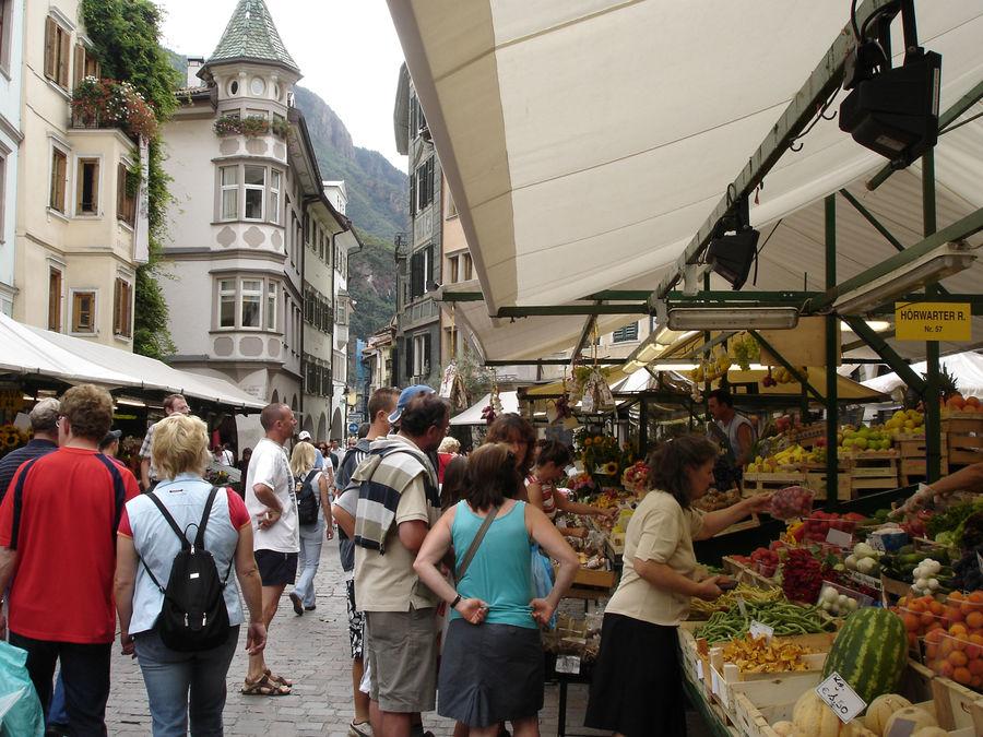 Produce market at Piazza Erbe/Obstplatz, Bolzano/Bozen, Italy