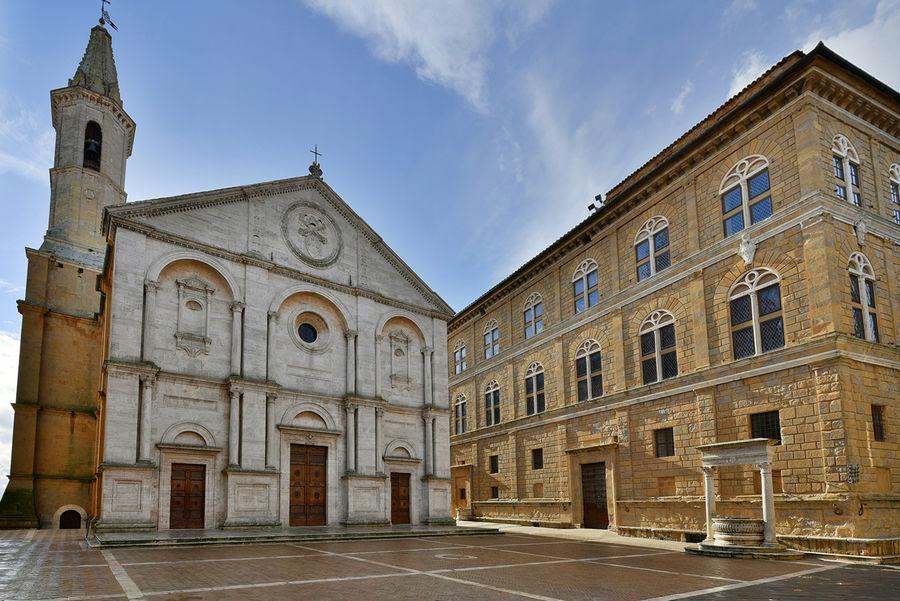 Piazza Pio II, Pienza, Italy