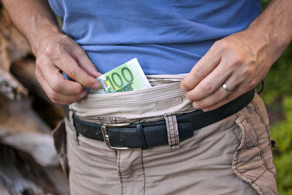 Outsmarting and Avoiding Pickpockets and Thieves in Europe