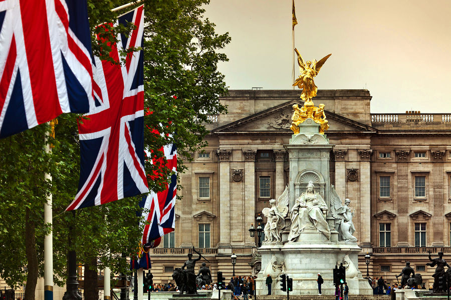 Buckingham Palace and Victoria Monument, London, England