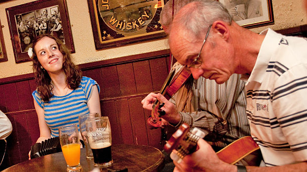 Pub musicians in Dingle, Ireland