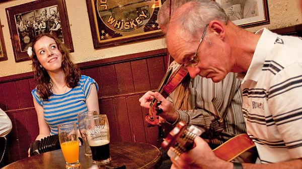 Pub musicians in Dingle, Ireland