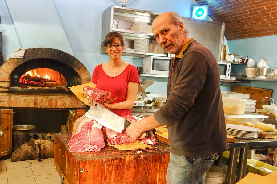Giulio preparing Chianina beef, Osteria dell'Acquacheta, Montepulciano, Italy