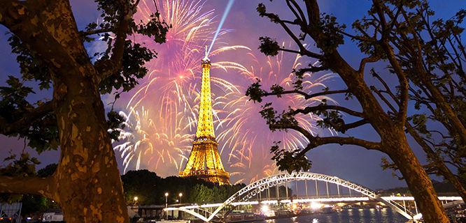 france-paris-eiffel-tower-fireworks
