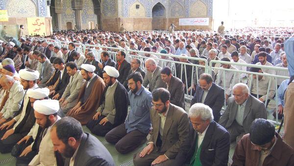 Crowds praying upright, Iran