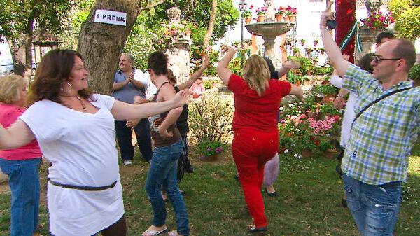 People dancing outdoors in Córdoba, Spain