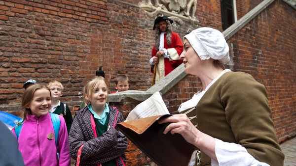 costumed Tower of London guide speaking to children