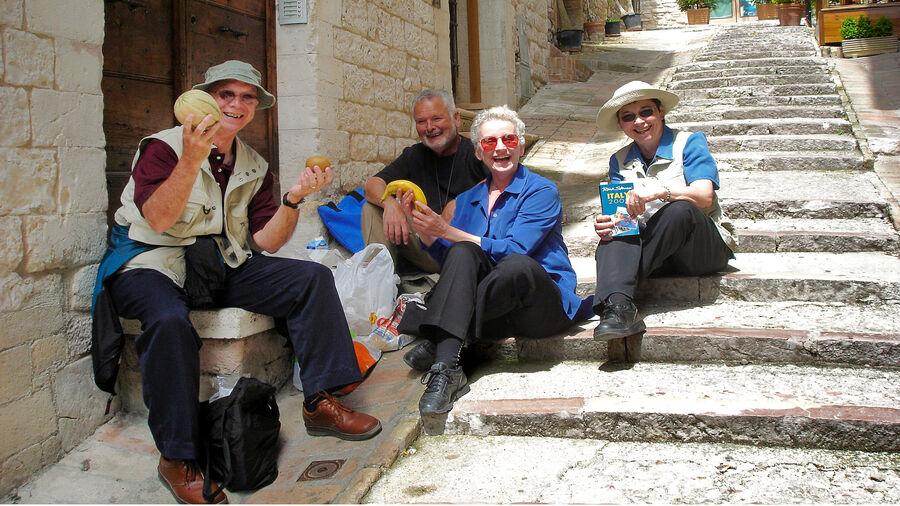 Sidewalk picnic, Assisi, Italy