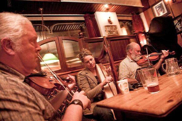 Pub musicians, Dingle