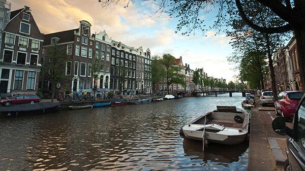 Row of narrow houses along an Amsterdam canal