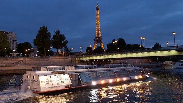 Boat in Paris