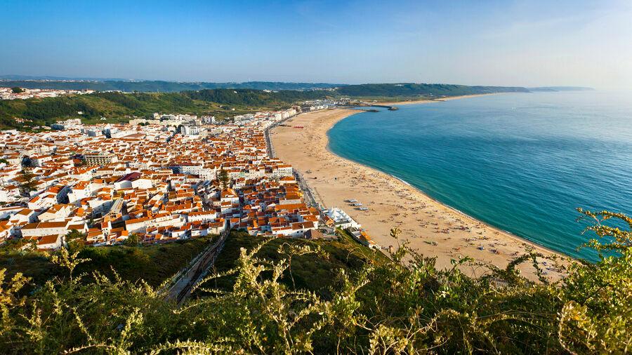 Nazaré and its beach, as seen from Sítio neighborhood
